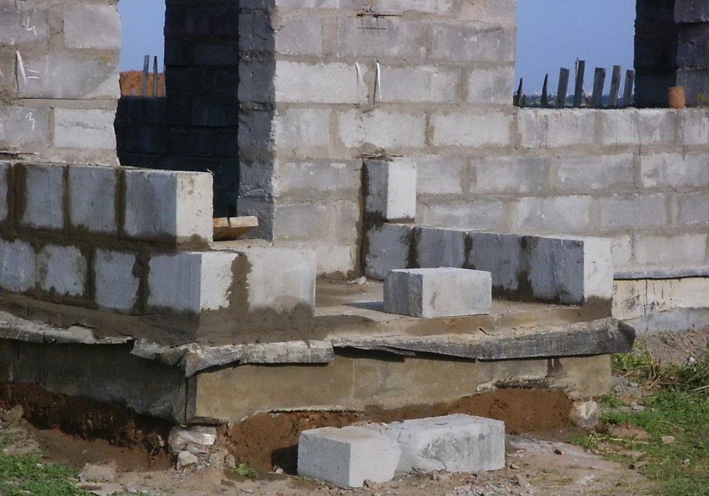монтаж лестничных ступенек из керамзитобетонных блоков