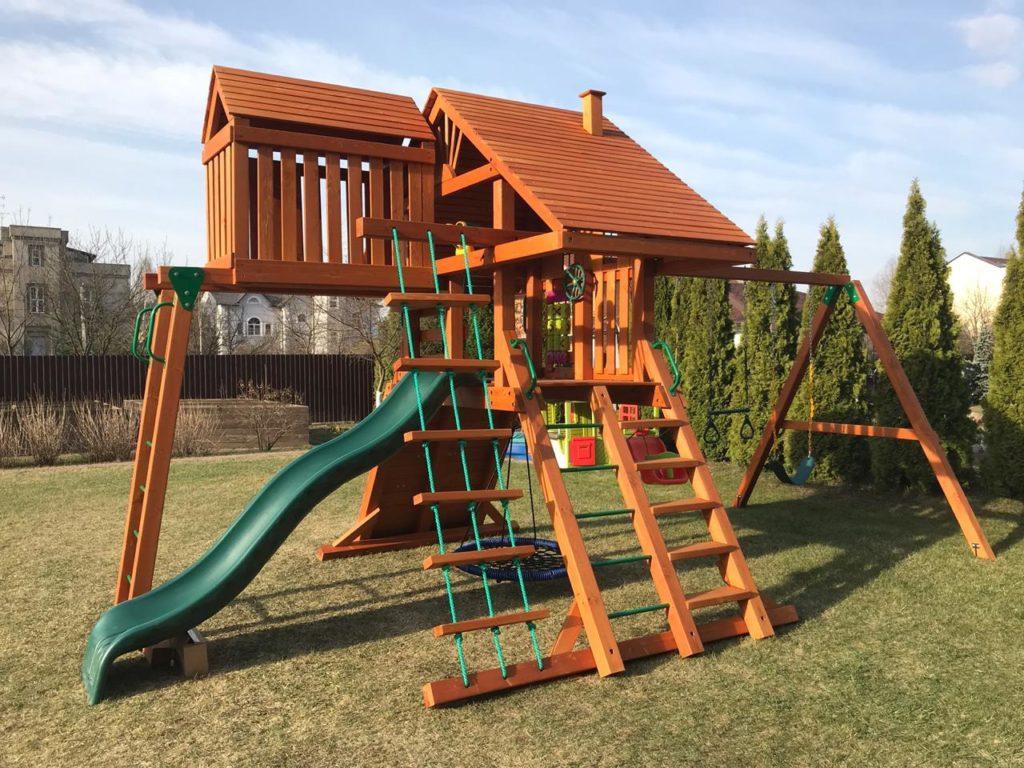 важно правильно выбрать место для детской площадки