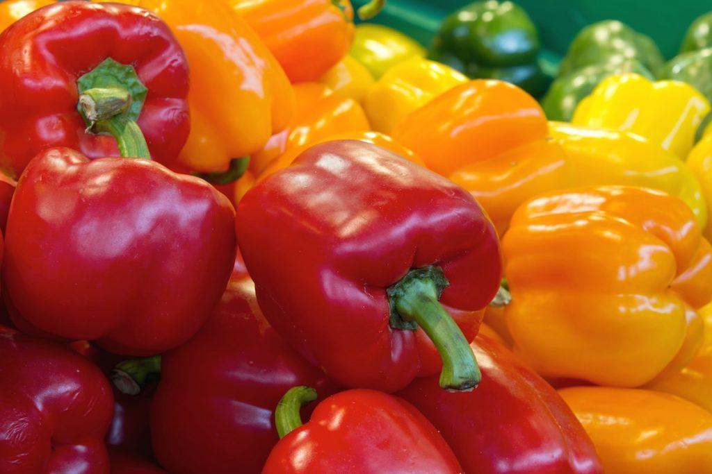 красный оранжевый зеленый болгарский перец