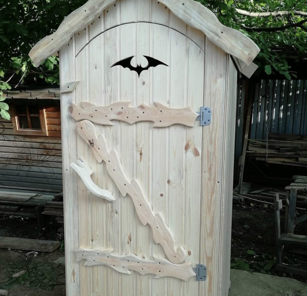 уличный туалет для дачи бэтмэн
