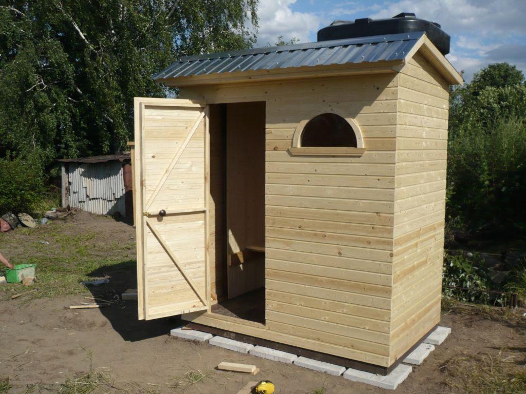 простой деревянный душ