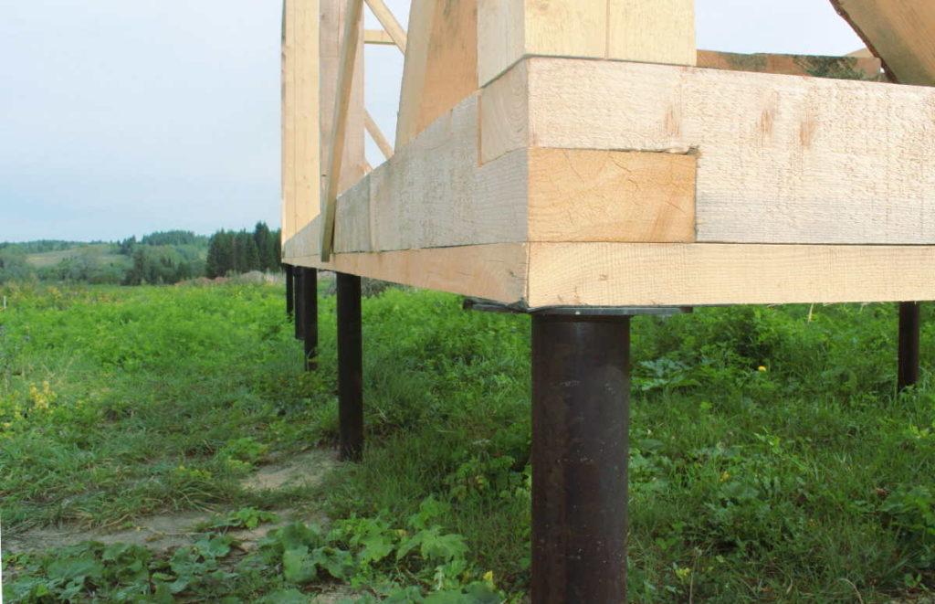При строительстве каркасных домов обычно делают фундамент на винтовых сваях