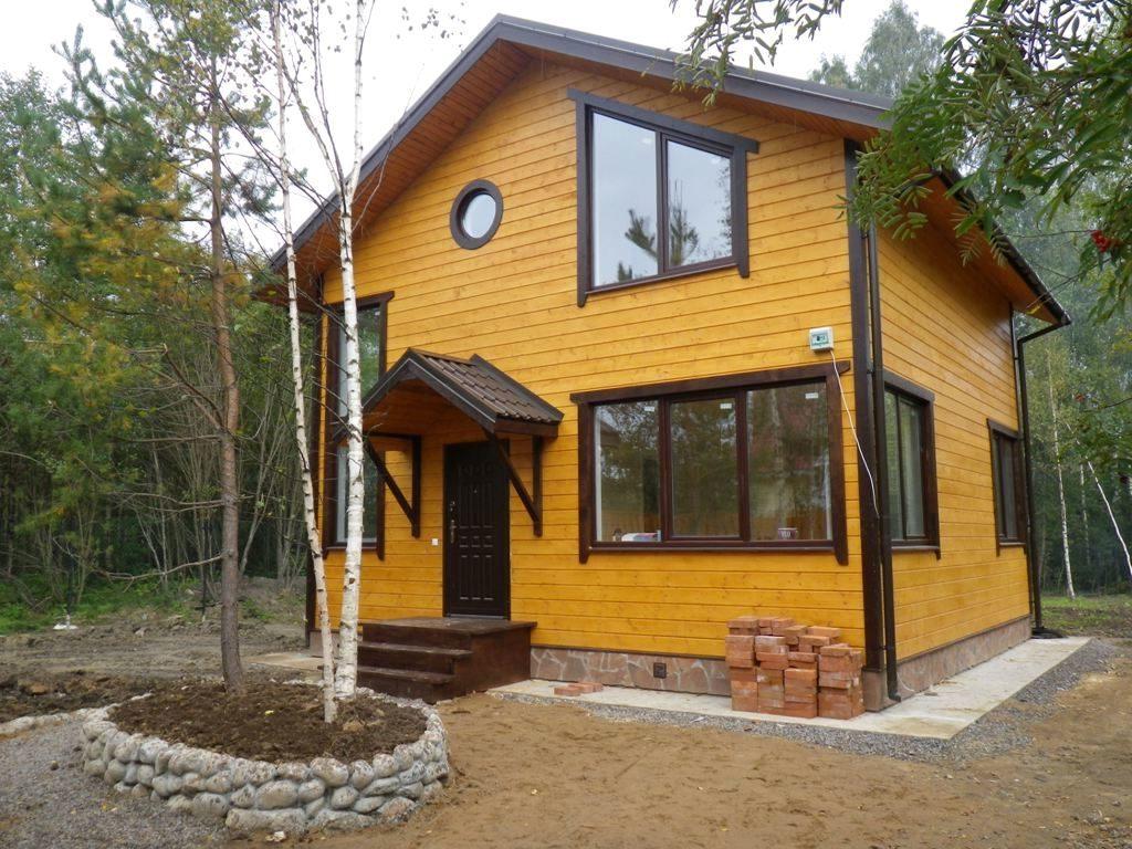 каркасный дом в лесу