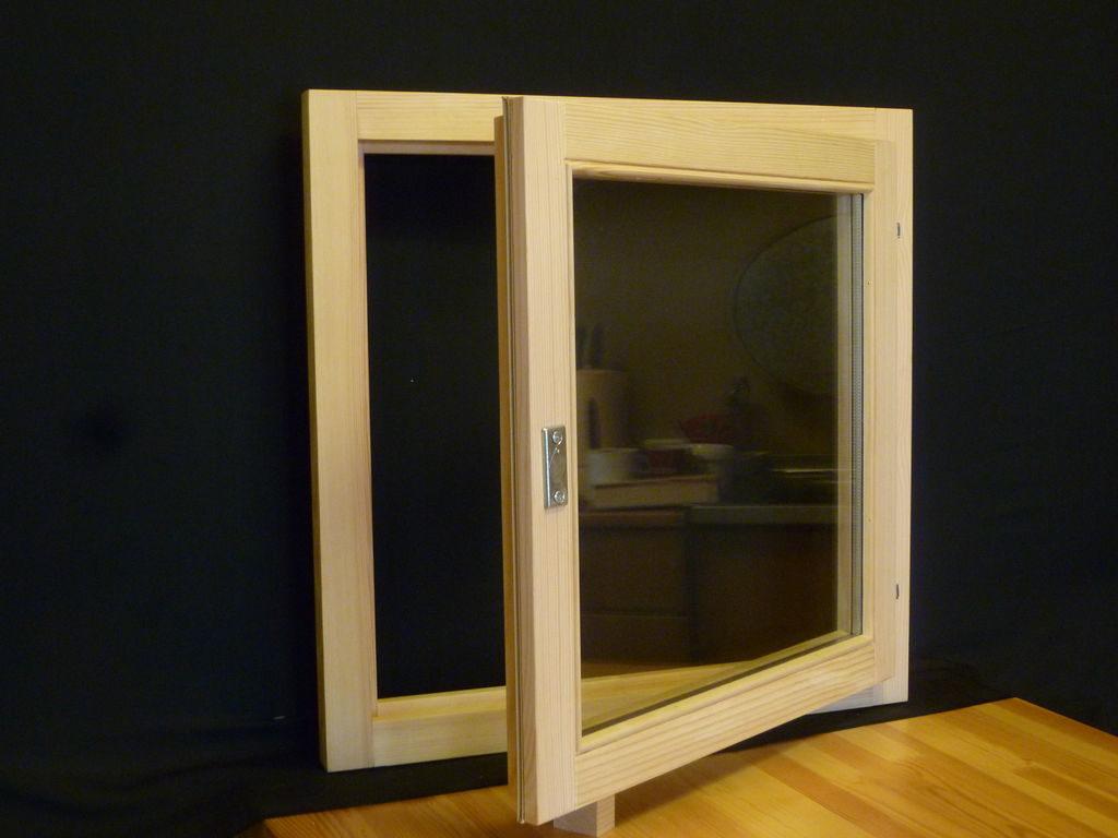 монтаж окна в сарае