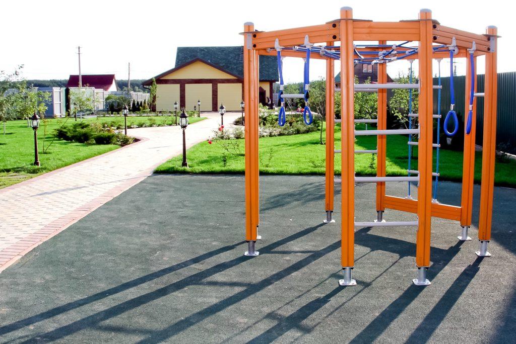 спортивная площадка для подростка