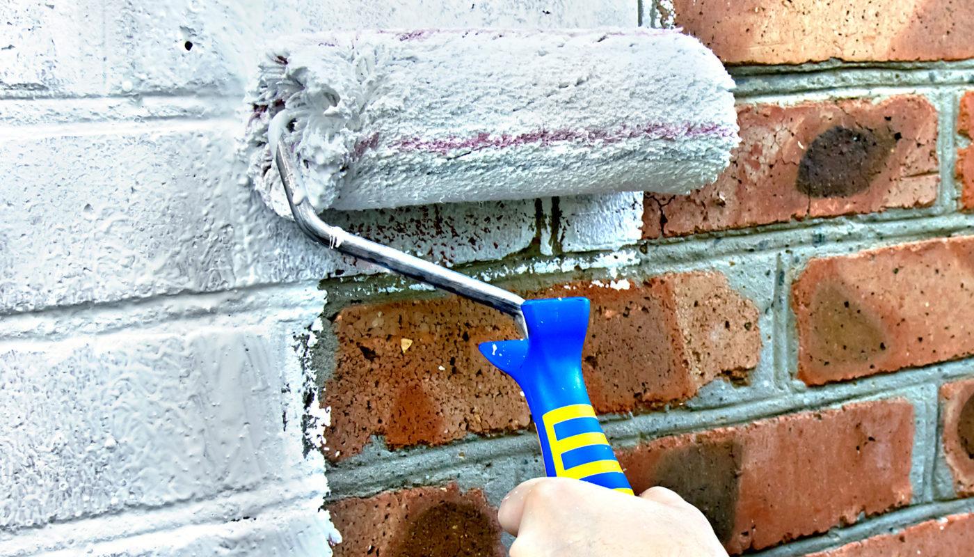 Покраска кирпичной стены в интерьере своими руками: варианты, технология