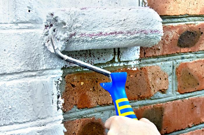 Покраска кирпичной стены своими руками