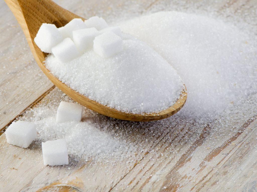 Какая польза от подкормки и сахара